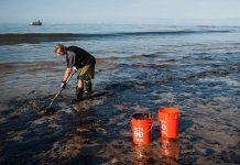 oil spills cleanup method