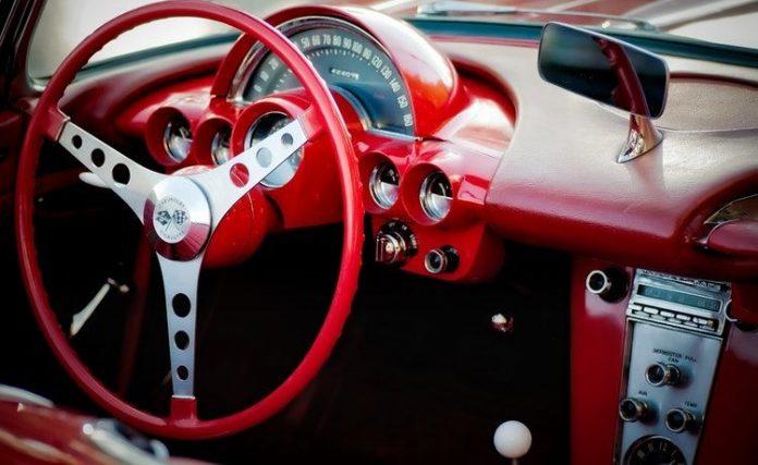 how does a steering wheel lock work